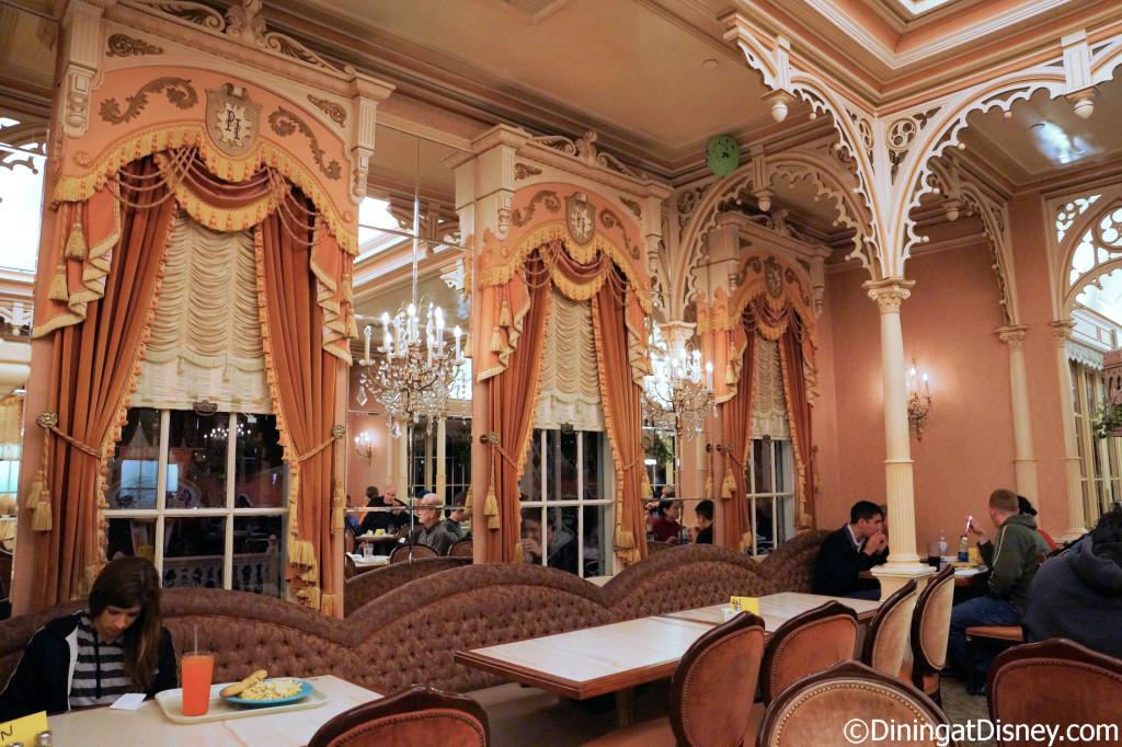 Plaza Inn dining room
