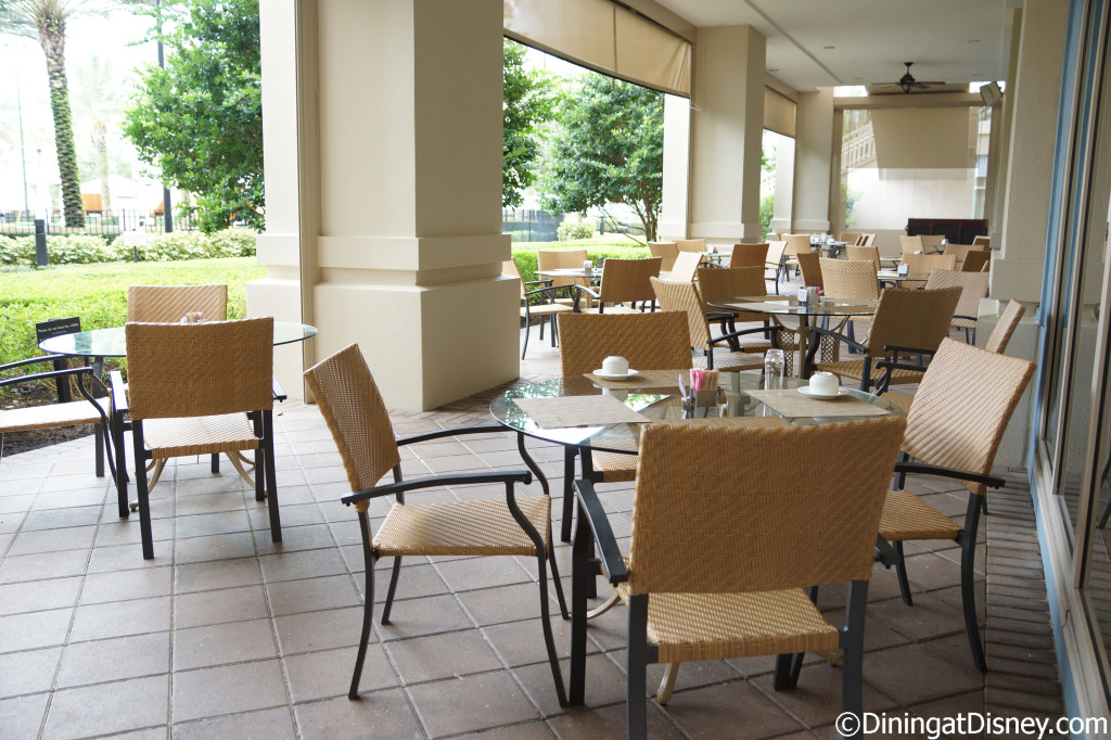 Outdoor seating - Oscar's Waldorf Astoria Orlando