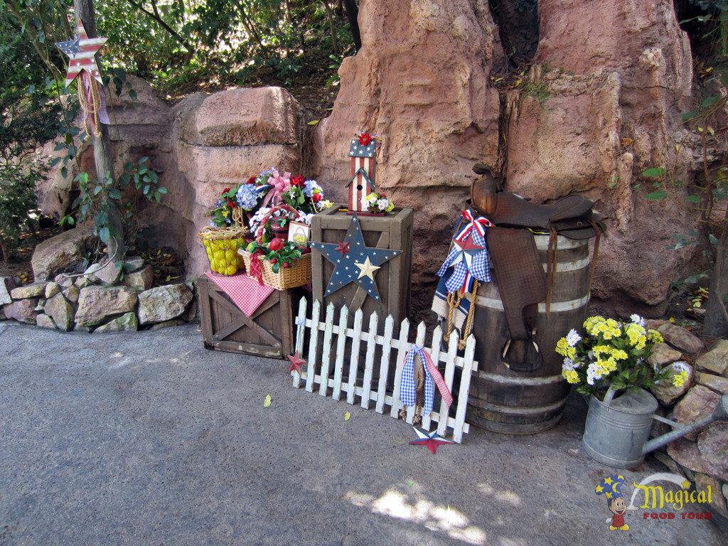 Big Thunder Ranch 4th of July decorations